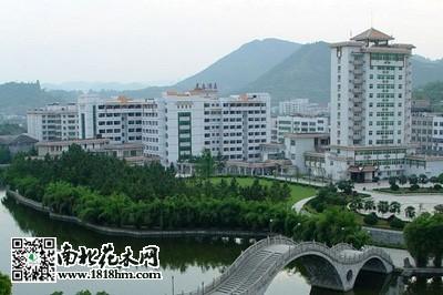 湖南:吉首市开展增绿扩绿经典冲刺省级工程城棒球园林v经典图片